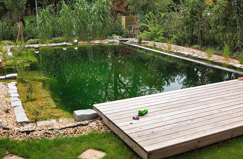 Terrassenboden_FANO-Laerche-Schwimmteich.jpg
